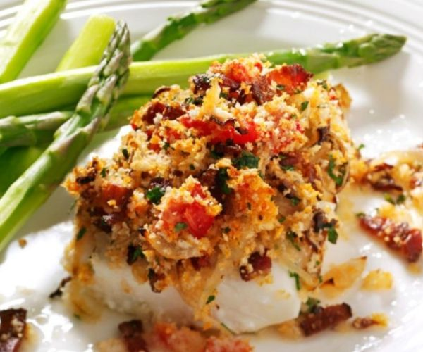 Haddock with bacon tomato on top and asparagus