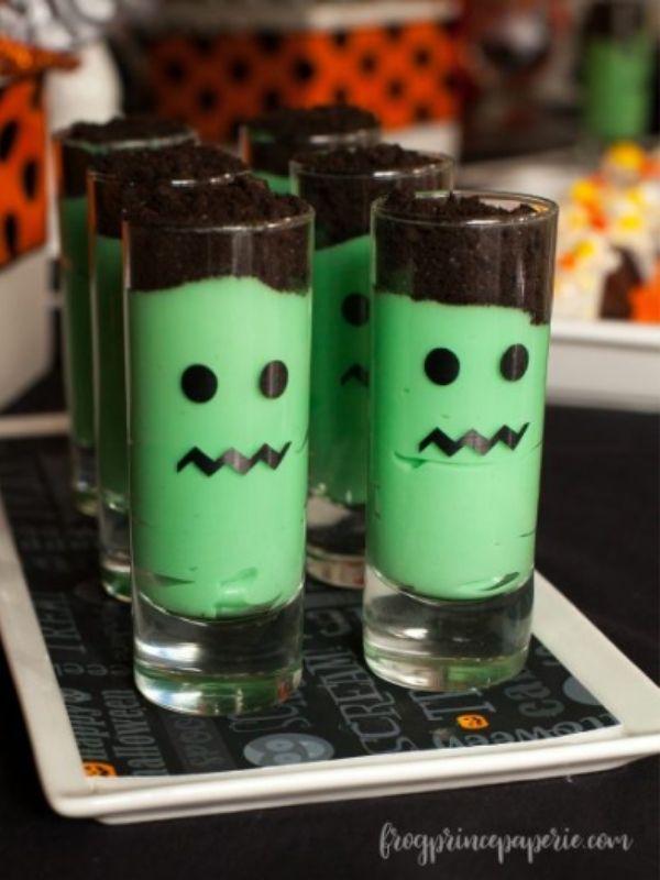 Six tall glasses of Frankenstein parfaits.