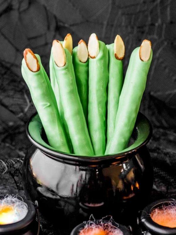 Pretzel Witch Fingers