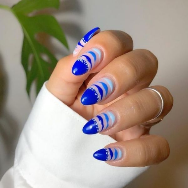 Blue Gradient Wiggles Acrylic Nails