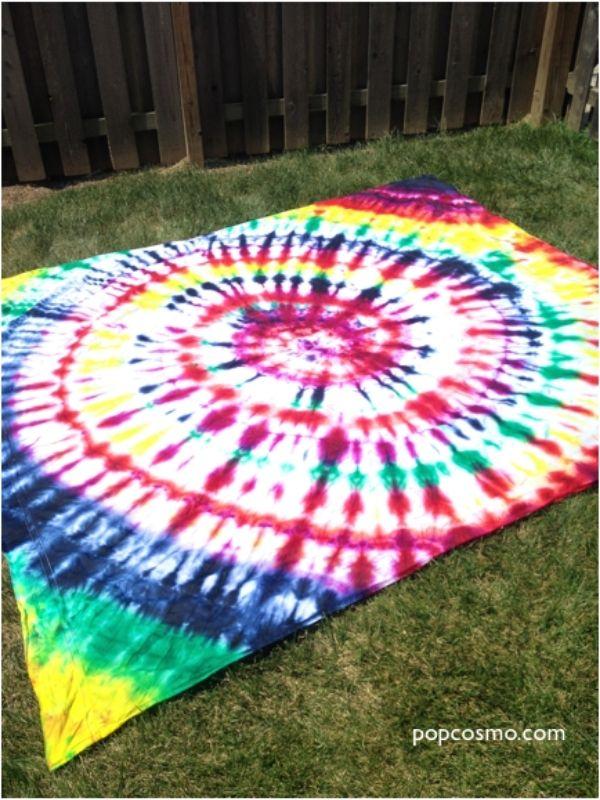 DIY Tie-Dye Bed Sheet