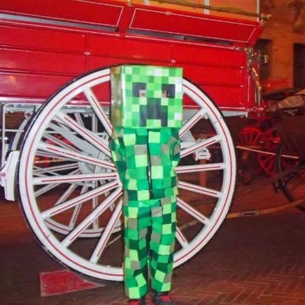 DIY Minecraft Creeper Costume