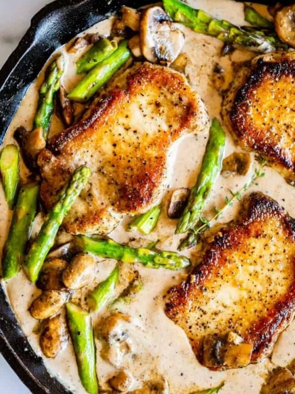 Pan Seared Pork Chops with Asparagus