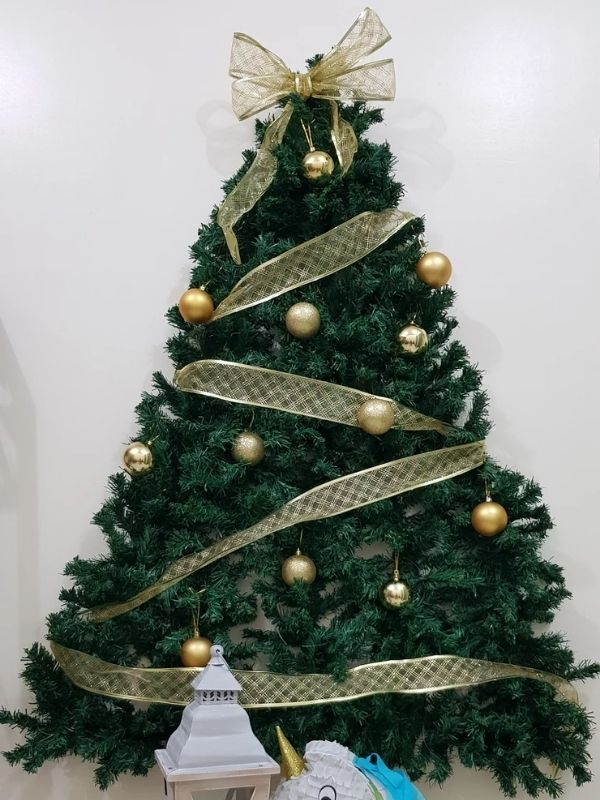 DIY Garland Christmas Tree