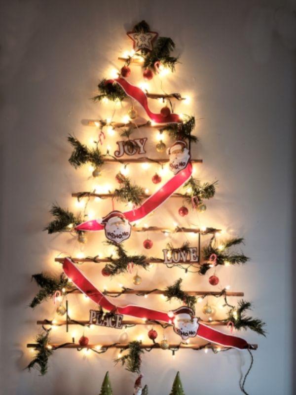 Hanging Wall Christmas Tree DIY